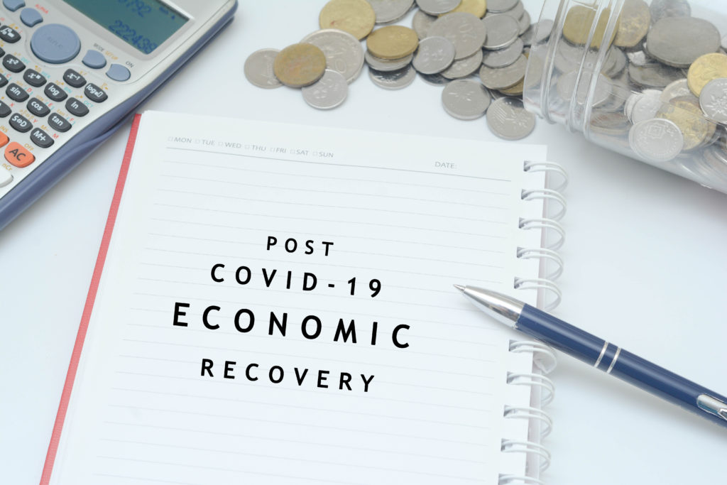 shutterstock 1726146229 1024x683 - 再始動の中いかに経済を回復させるか