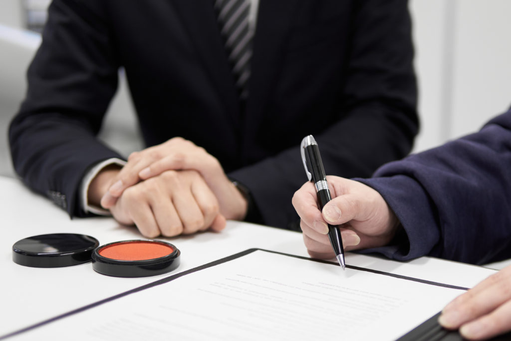 shutterstock 1693132072 1024x683 - 書類から電子申請への課題 ハンコの電子化について
